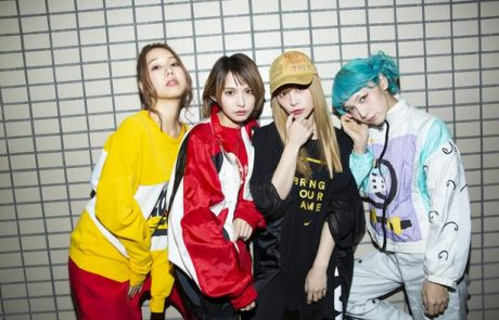 NewsWalker – Interview de SCANDAL sur 『her』 et『Masterpiece / Mabataki』
